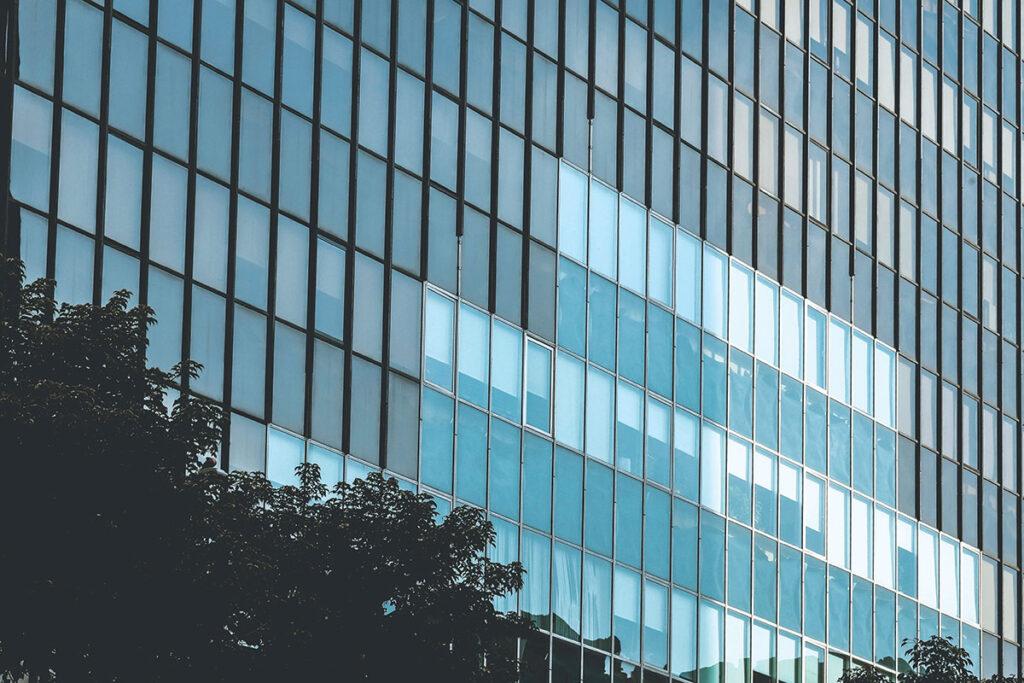 staklene fasade na mnogo načina utječu na samu zgradu