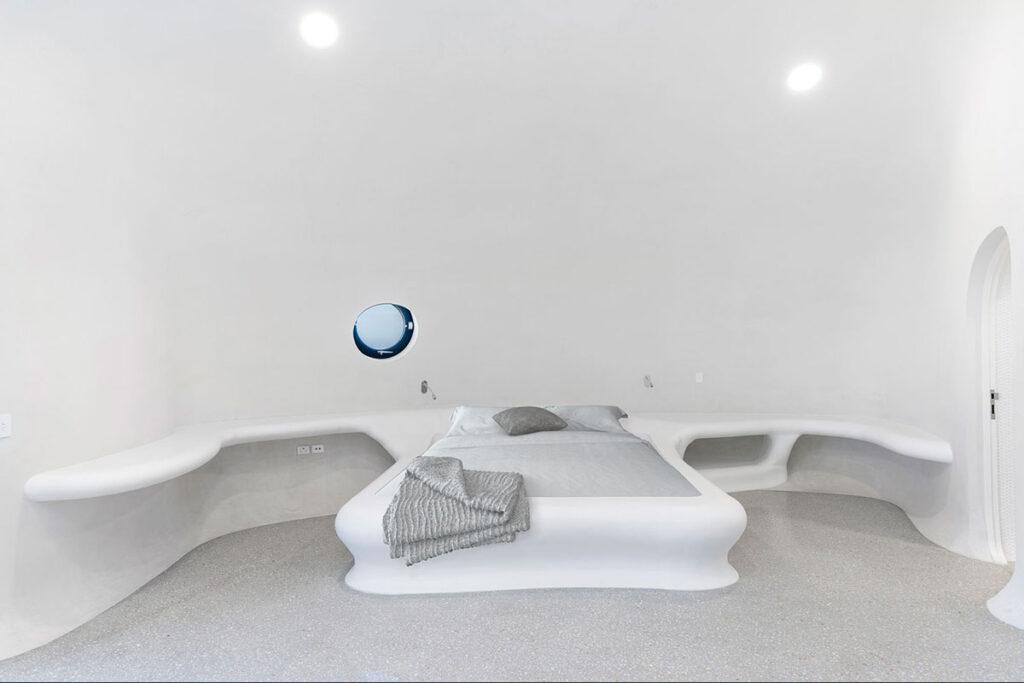 Corian® Solid Surface Antarctica u sjajnoj izvedbi za zaobljene površine s za oblaganje kreveta i polica