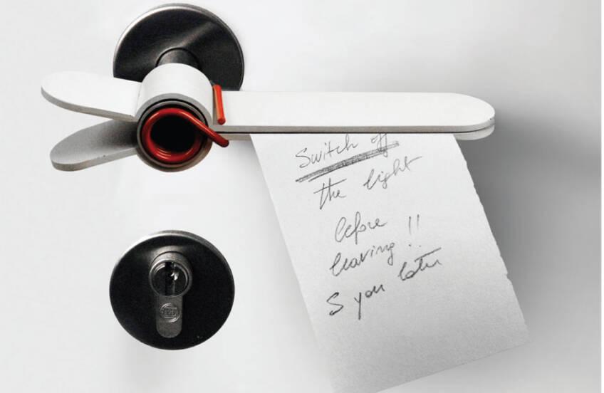 Moderna kvaka u obliku štipaljke za ostavljanje poruka