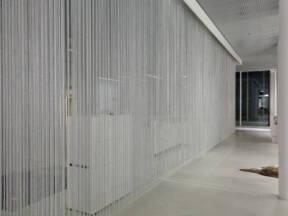 Zavesa napravljena od metalnih lanaca