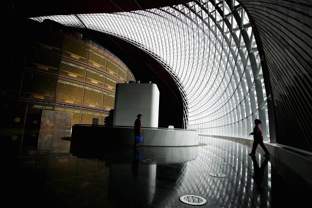 Staklene fasade kao omotač zgrade moraju ispuniti niz uslova koji se od omotača zahteva