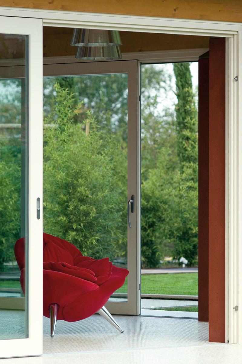 Doo Joviste izrađuje prozore i vrata od visoko kvalitetnih profila firmi VERATEC i REHAU