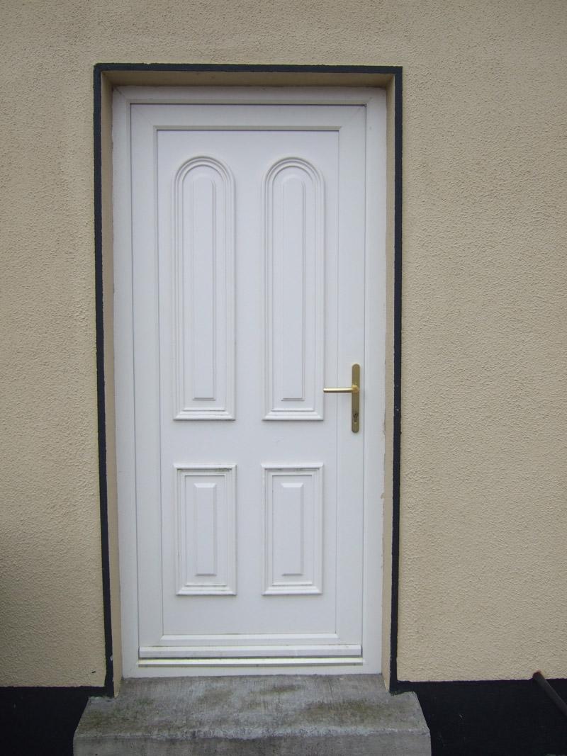 Vrata izradjujemo kako u beloj, tako i u MAHAGONI boji, boji ZLATNOG HRASTA ili u bilo kojoj drugoj boji RAL karte
