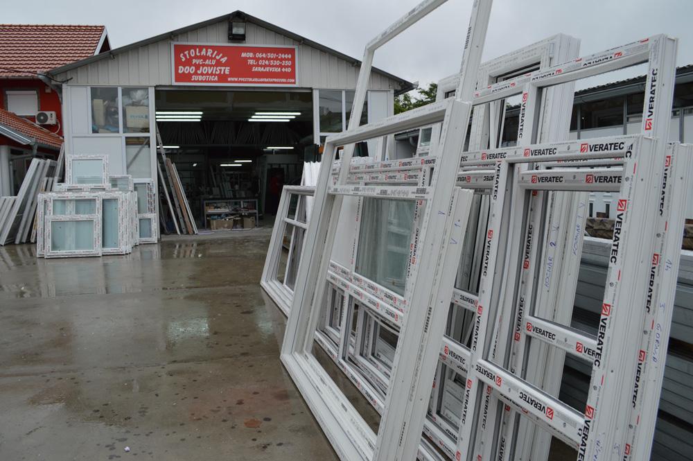 Joviste se bavi proizvodnjom i ugradnjom ROLO I SEGMENTNIH garažnih vrata