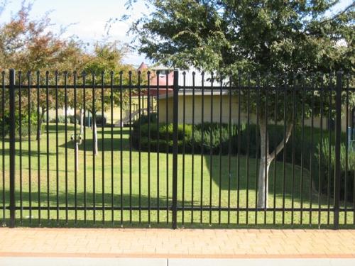 Postaviti zaštitnu ogradu oko nekretnine
