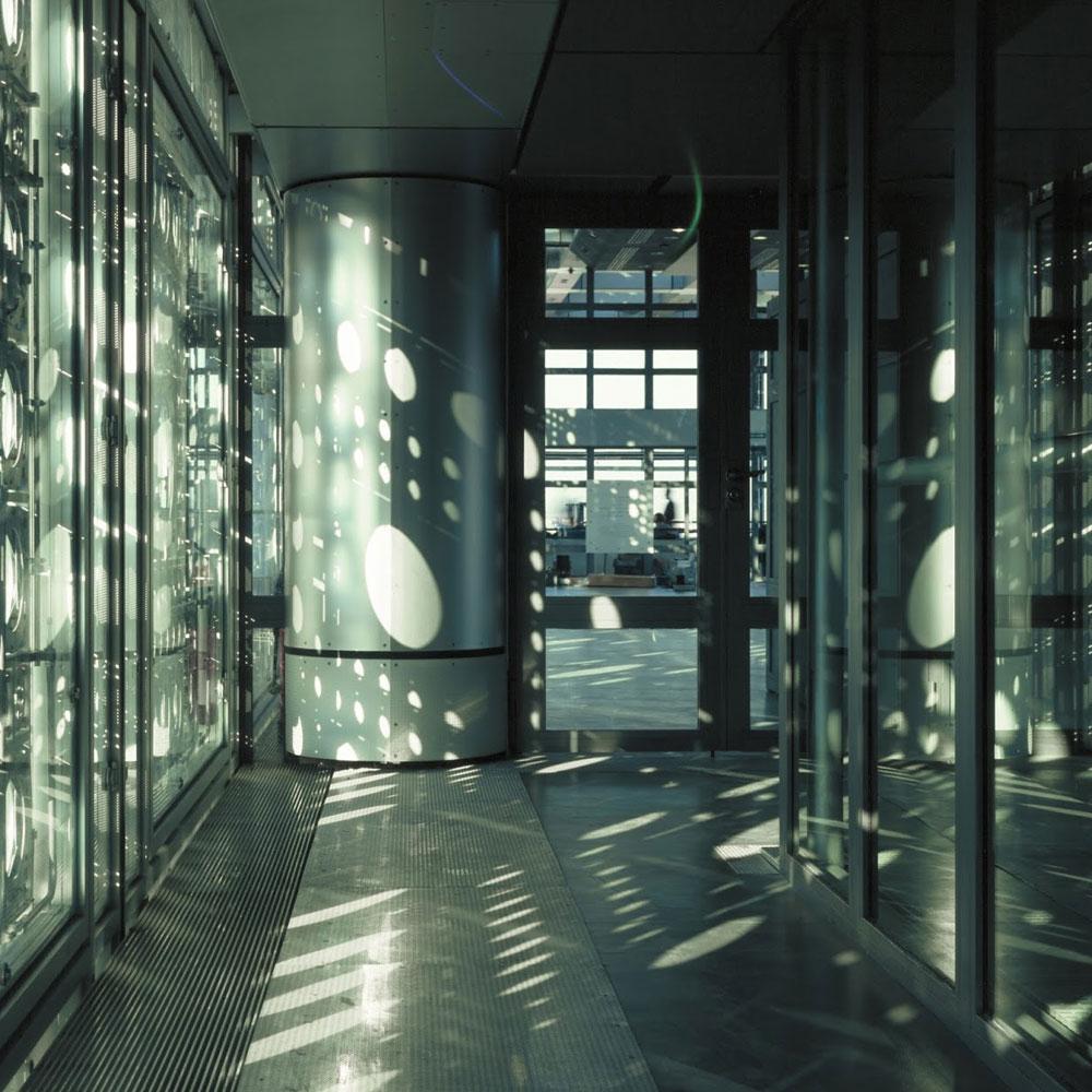 Brisoleji privlače pažnju senke na fasadi