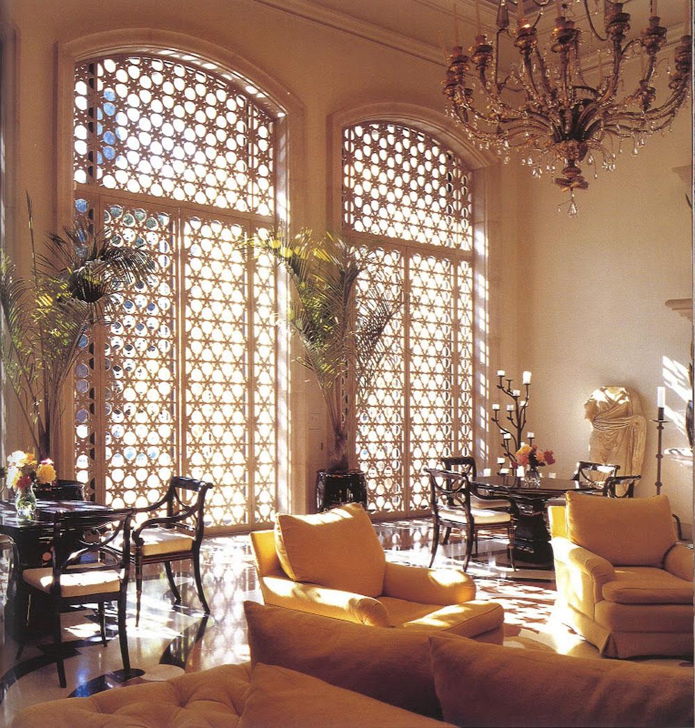 Dekoracija na prozoru u vidu mreže načinjene od metala