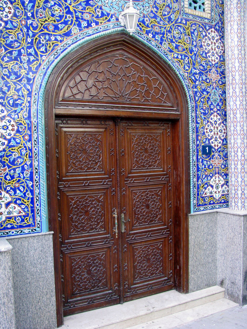 Najupečatljiviji elementi arapskih enterijera su vrata i prozori
