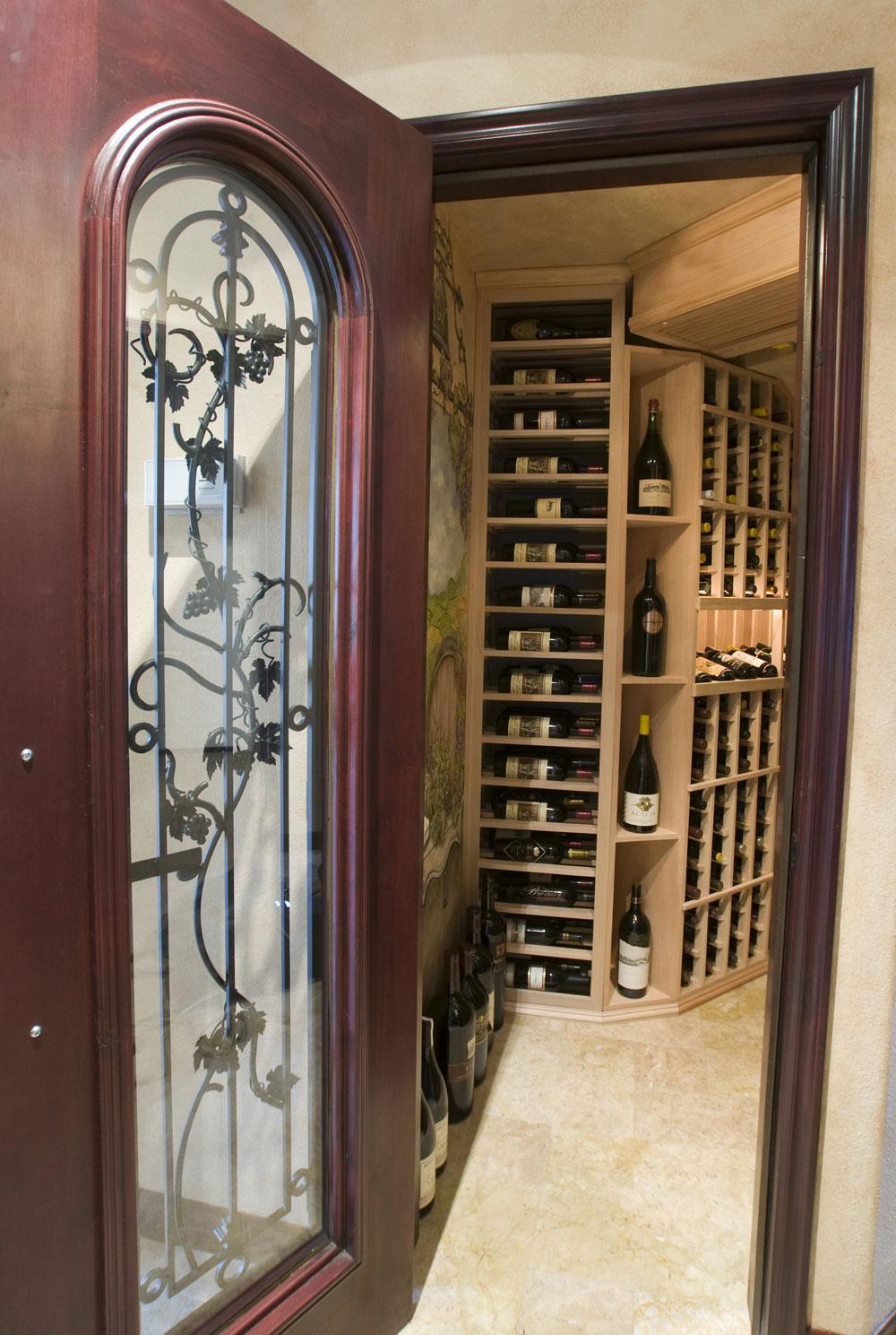 Skrivena trezorska vrata se obično koriste za prostorije u kojima se čuvaju dragocenosti