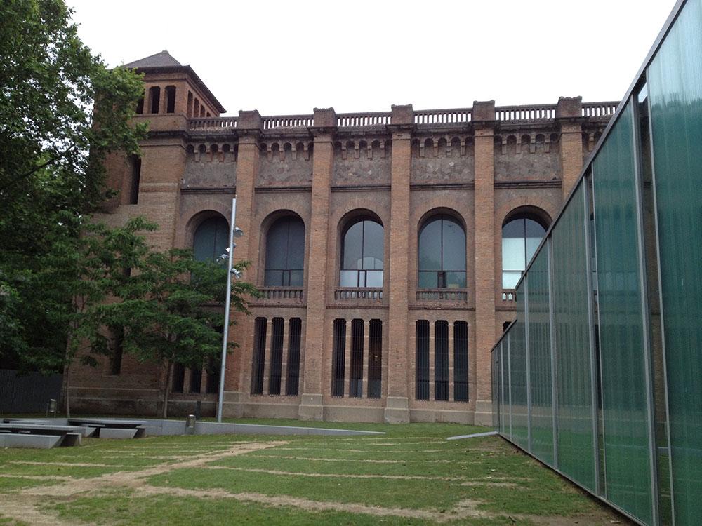 Prozori sa livenim staklom iz jednog dela su dugi niz vekova bili privilegija