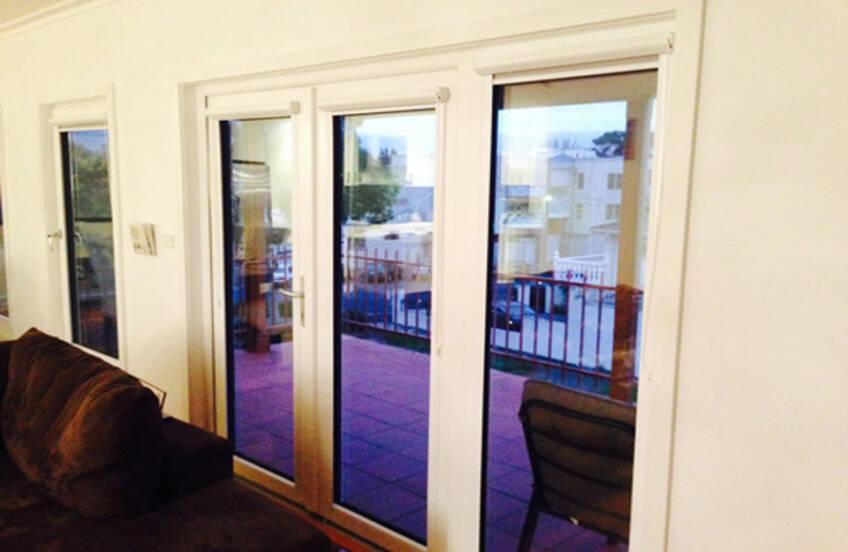 Izgled PVC prozora iz unutrašnjosti kuċe