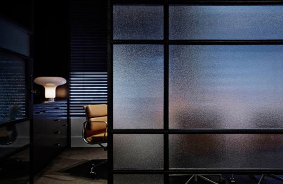 Kancelarijski- prostor sa matiranim pregradnim panelom