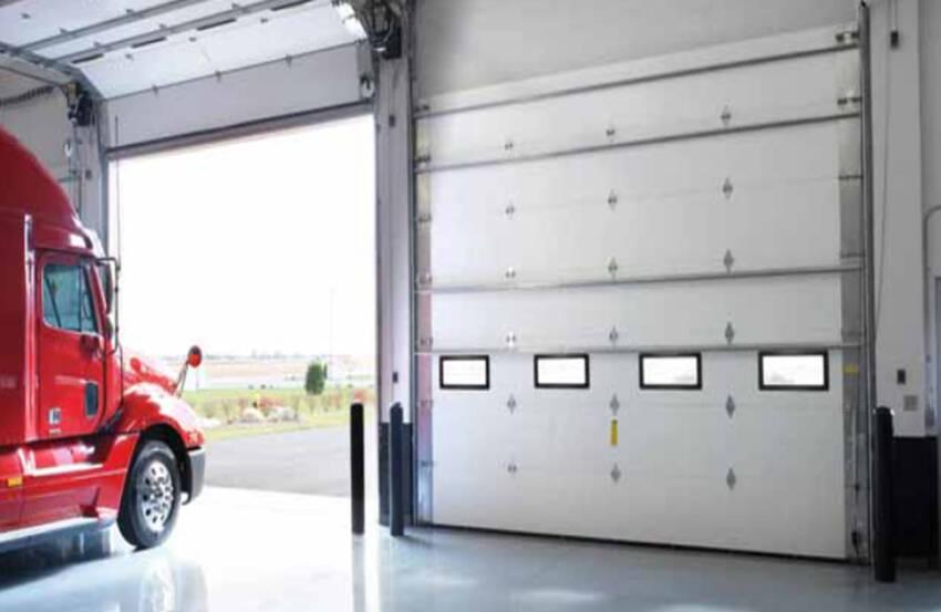 Komerijalna garažna vrata industrijske hale