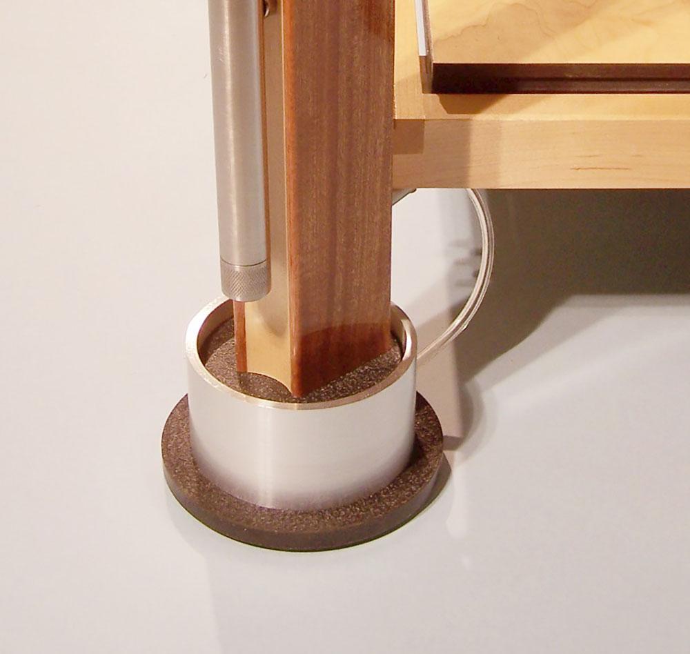 Kod kuhinjskog nameštaja nogice čine jako bitan okov za nameštaj