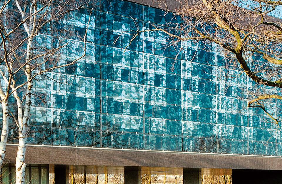 Fasada od emajliranih staklenih panela