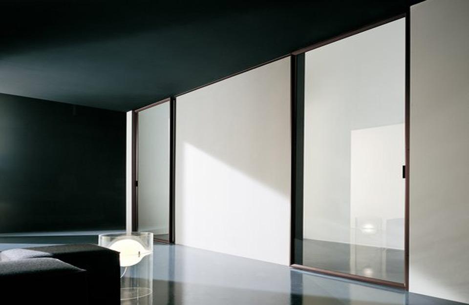 Moderan izgled enterijera-sa-svetlećim-kliznim-vratima