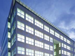 Zgrada sa termoizolovanim prozroskim staklima