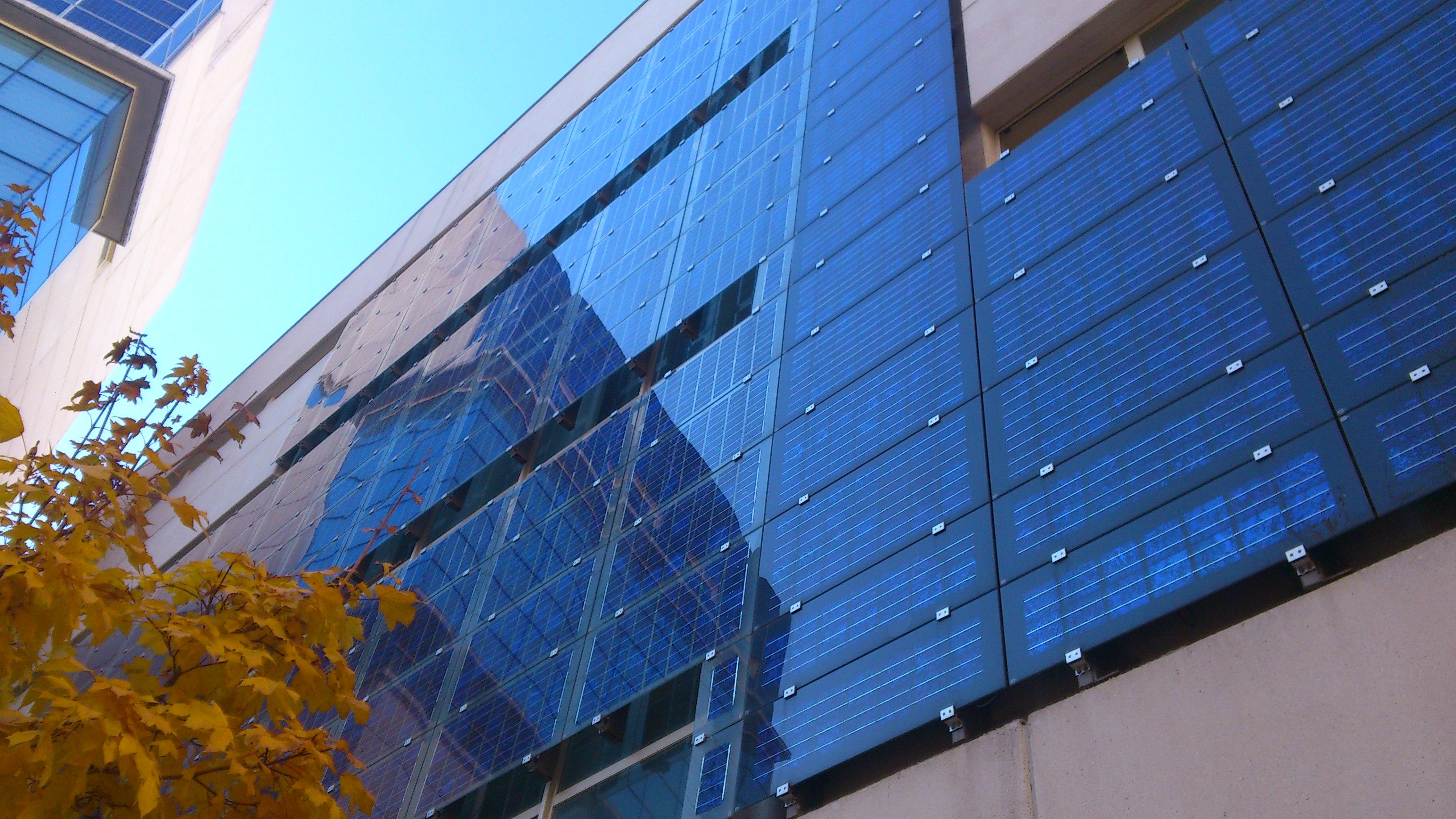 Prednosti ovih fasada kao izolacionih materijala se ogledaju u vidu konvencionalnih visokih performansi