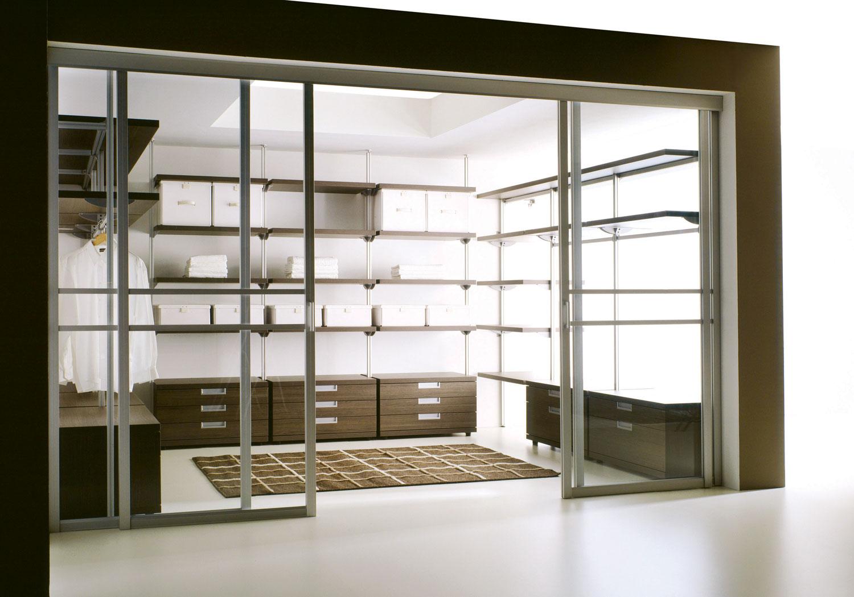 Stakleni paneli imaju jednu ili dve tačke vešanja