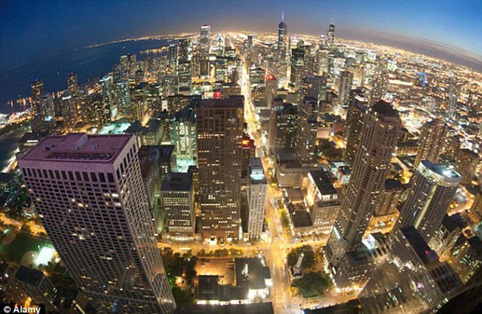 Čikago fotografisano sa nagnutih prozora zgrade