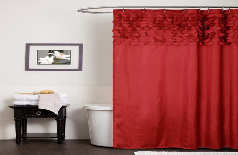 Slojevitost i dužina zavese daju utisak prostranosti u kupatilu