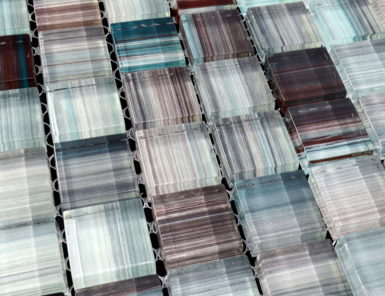 Staklene pločice su dostupne u mnogim varijantama i bojama