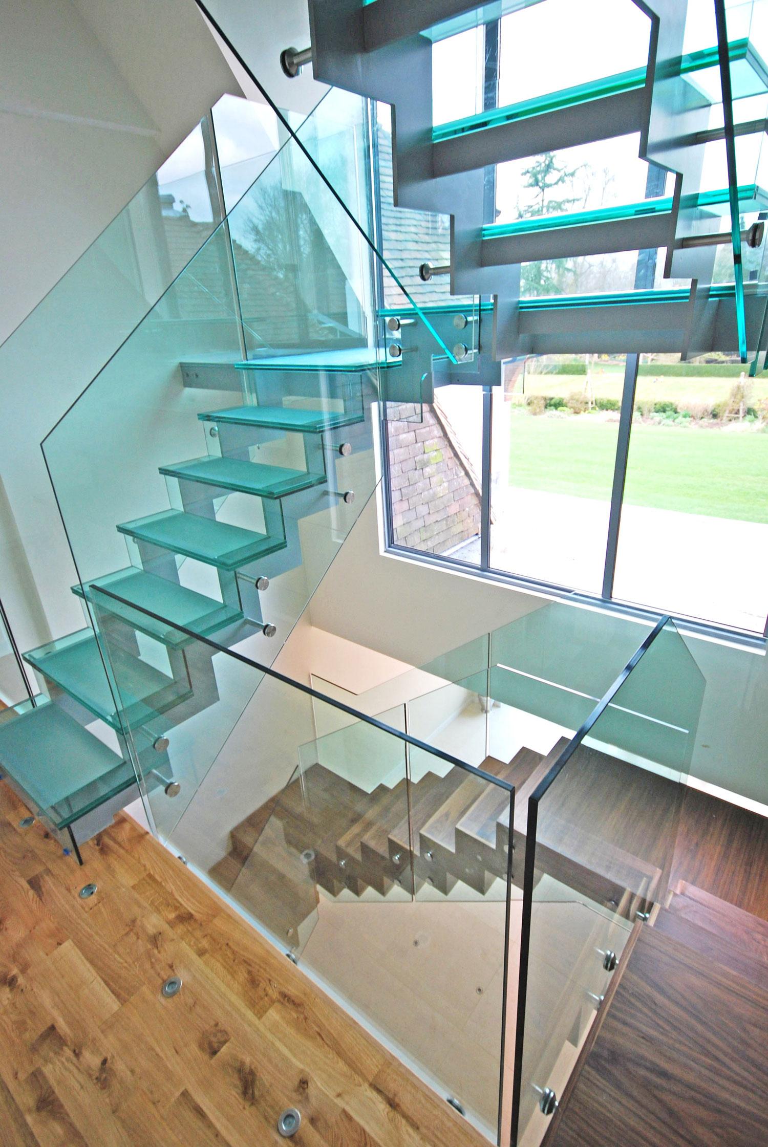 U staklenoj kući red je da i stepenište bude stakleno