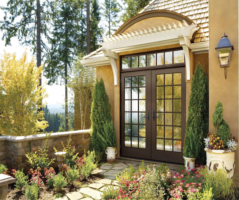 Ukoliko postoji velika terasa ili balkon, francuska vrata će biti idealno rešenje koje će spoljašnji prostor uvesti unutra