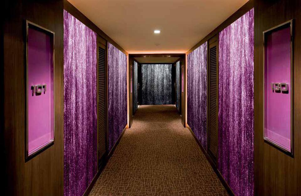 Izgled hodnika sa svetlosnim zavesama