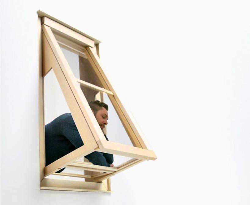Ideja vodilja za dizajniranje ovakvog prozora proistekla je iz želje da se u stanovima bez balkona omogući ugodniji život za stanare