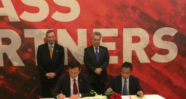 Dr. Heinz Fischer, Austrian President, and Dr. Christoph Leitl, President of Austrian Federal Economic Chamber, CEO of LiSEC Shanghai Trading Co., Ltd., Mr. Qiao Chi, and General Manager, Mr. Chu Baoquan, of Yunnan Diankai Energy Saving Science & Technology Co.,Ltd. signed a Cooperation Agreement.