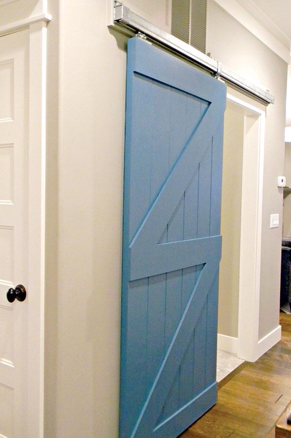 Istorijat sobnih vrata prati istorijat materijala od kojih su pravljena tokom vekova