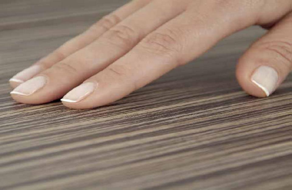 Iveral koji oponaša teksturu prirodnog drveta