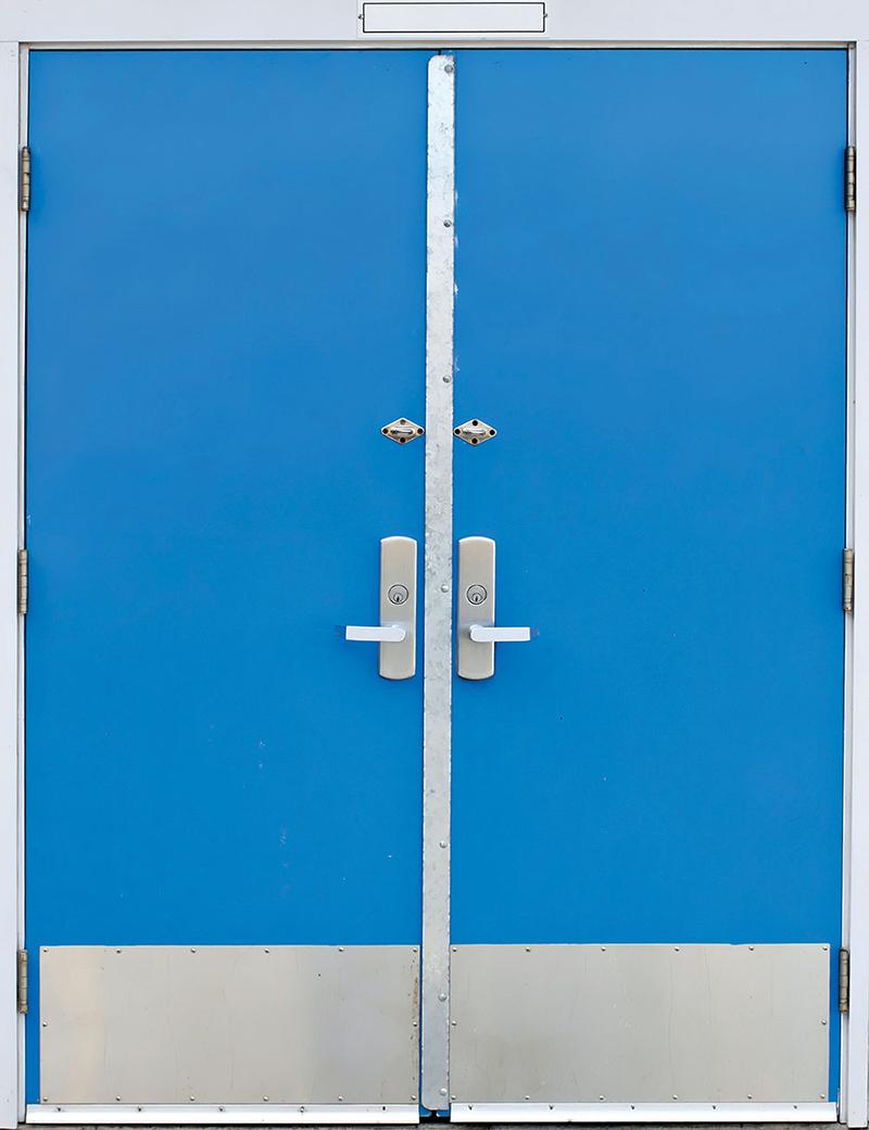 Jedan od važnih elemenata prilikom zaštite od požara su vrata specijalne namene – protivpožarna vrata