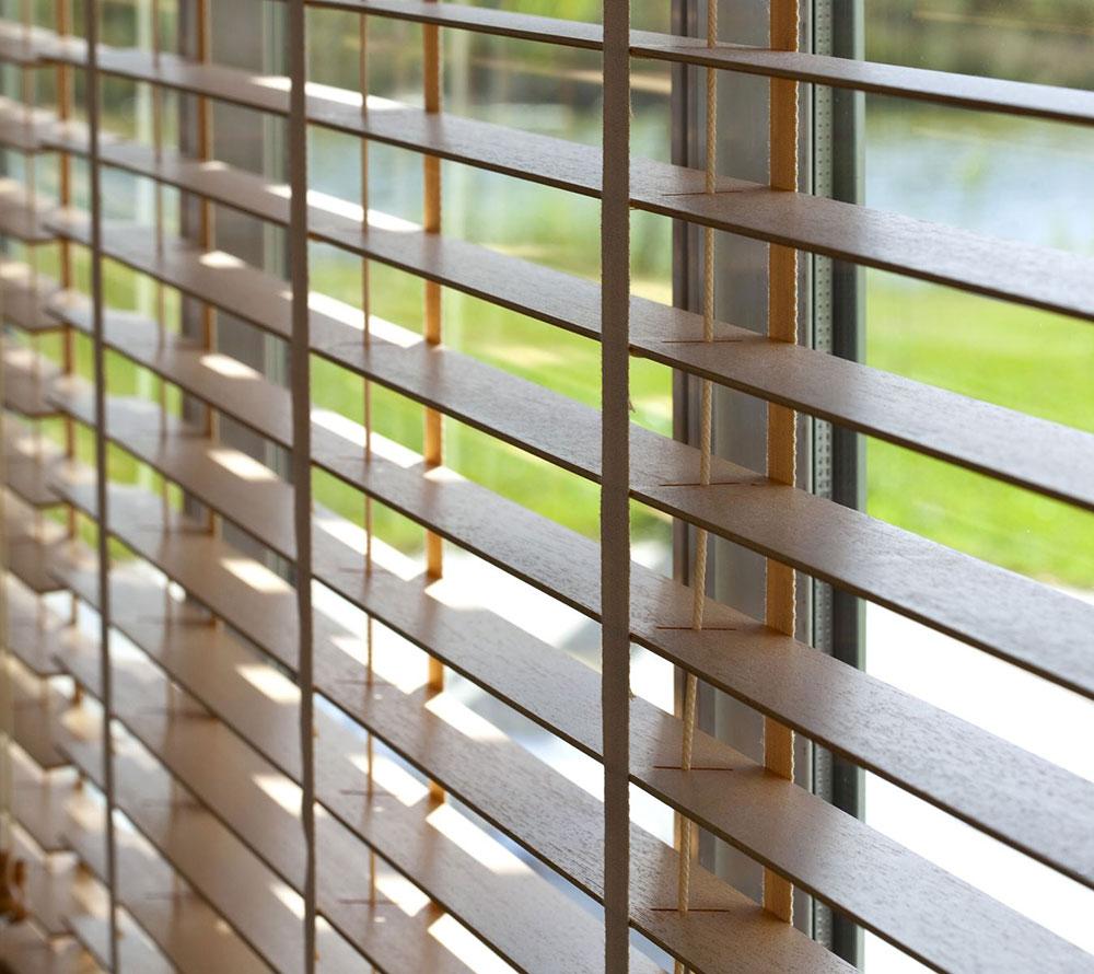 Jeftinije-resenje-za-regulisanje-ulaska-sunceve-svetlosti-u-prostoriju-pronadjeno-je-u-venecijanerima