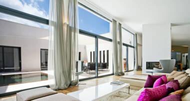 """Prelepi enterijeri sa prozorima """"od poda do plafona"""""""