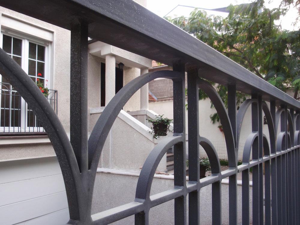 Mobil Mont se bavi uslugom projektovanja, izrade i ugradnje kapija, ograda...