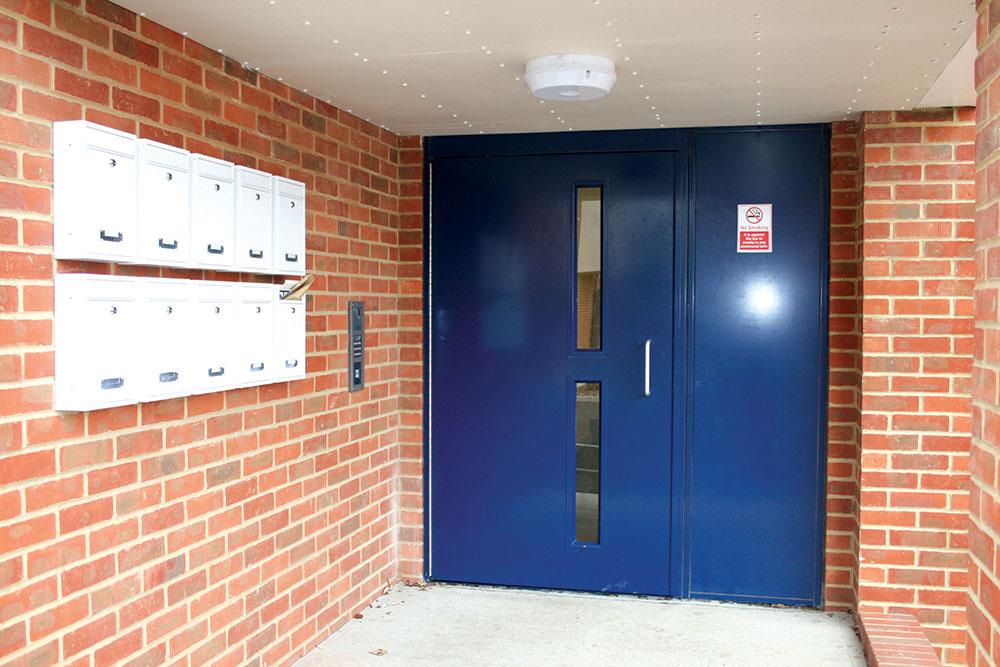 Sama vrata mogu biti napravljena od materijala kao što su aluminijum, čelik pa čak i drvo