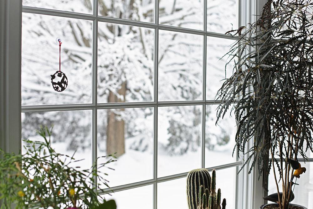 Kao prvo, proverite da li je prozorski ram dovoljno dobro nalegao na otvor