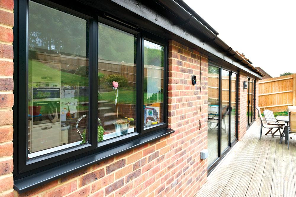 Aluminijumski prozori razlikuju se u debjlini okvira, kvalitetu i stabilnosti, kao i u toplotnim i akustičkim svojstvima