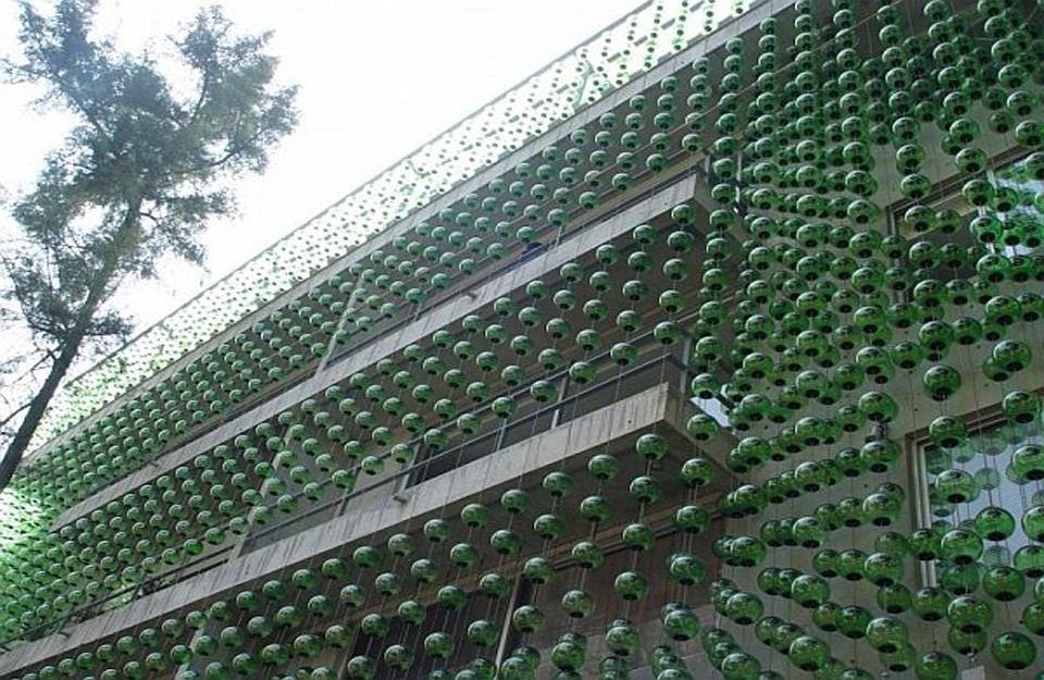 Fasada od staklenih sfernih posuda