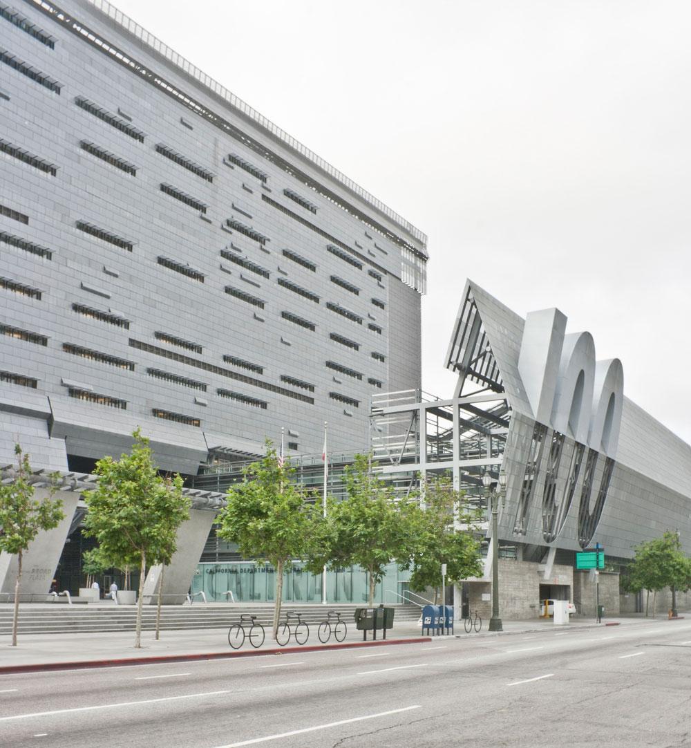 Inteligentne fasade, poput one koja je implementirana na sedištu kompanije Caltrans 7 u Kaliforniji, SAD
