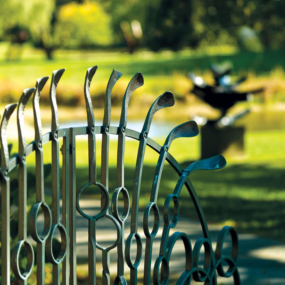 Rukohvati i gelenderi, kao i ograde, su najčešće izrađene od inoksa