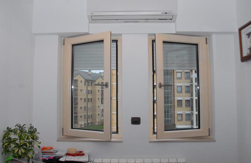 Ugradni drvo aluminijum prozori u domu