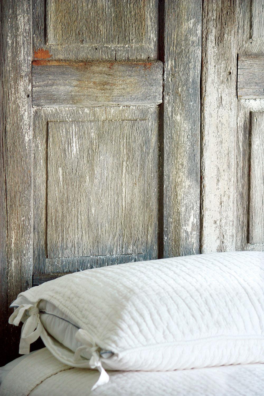 Po pravilu se izbegava postavljanje kreveta uz fasadni zid