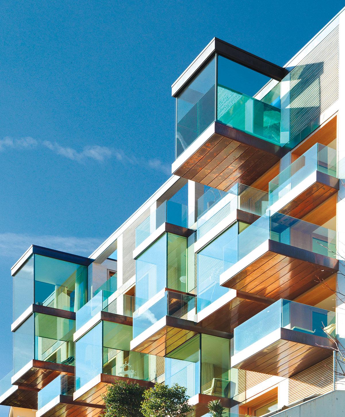 Kompletno zastakljen balkon