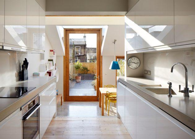 Proširenje kuće s pivot vratima od tri metra