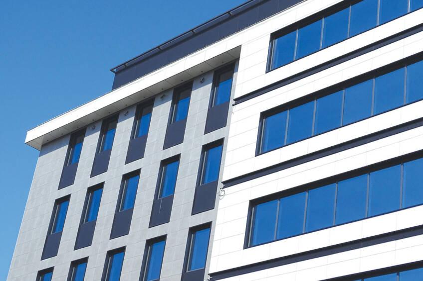 Savremeni sistemi ostakljenih fasada u modernoj arhitekturi