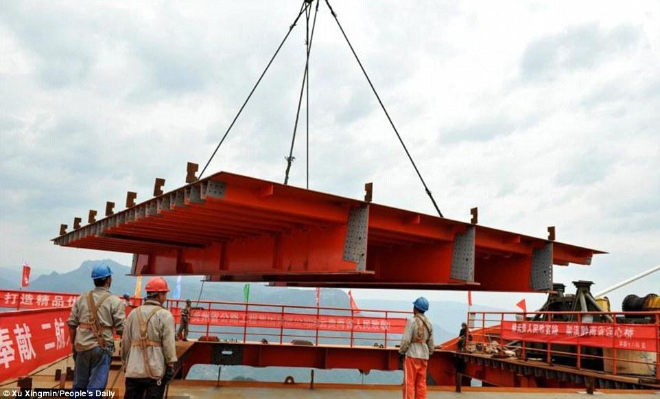 Kineski inženjeri završavaju izgradnju novog najvišeg mosta na svetu