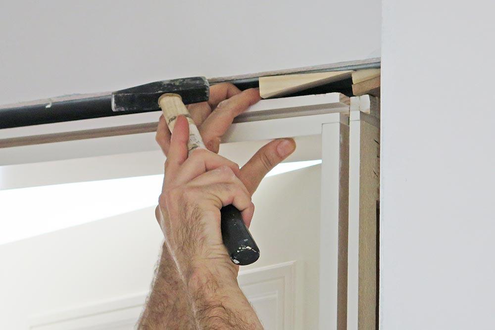 Fiksirajte ram pomoćnim potpornim letvicama